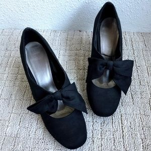 Naturalizer Black Bow Tie High Heels - size 9